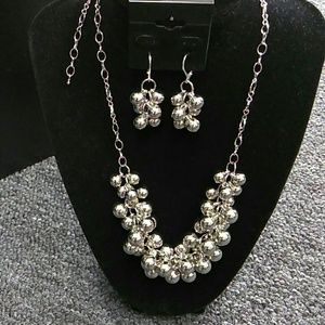 Silver Knecklace and pierced Earing set NEW!